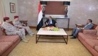 نائب الرئيس يؤكد على أهمية مضاعفة الجهود لبناء جيش على أسس وطنية